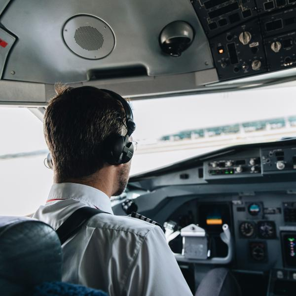 Airplane Pilot Horizon Swiss Flight Academy